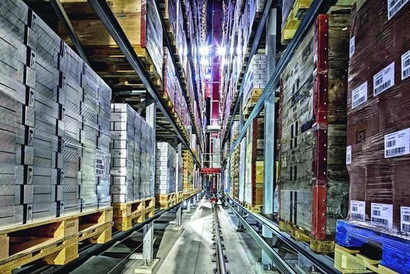 Automatisches Hochreggallager von Gilgen Logistics